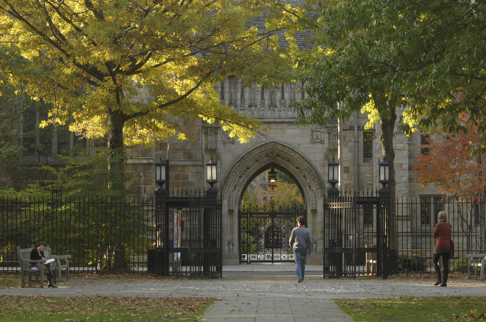 Archdaily yale campus gate 1