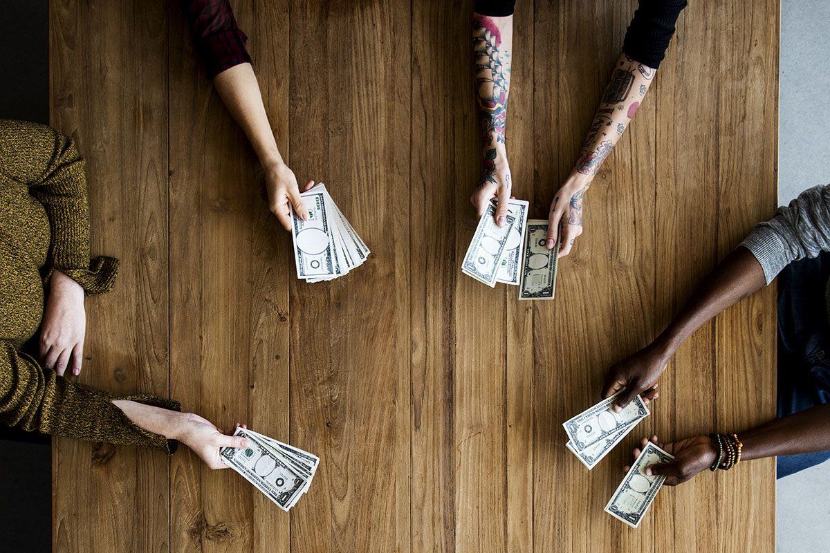 10 Ways to Make Money in College