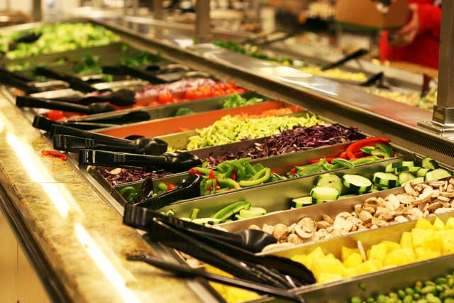 Saving-Money-Using-The-Grocery-Store-Salad-Bar