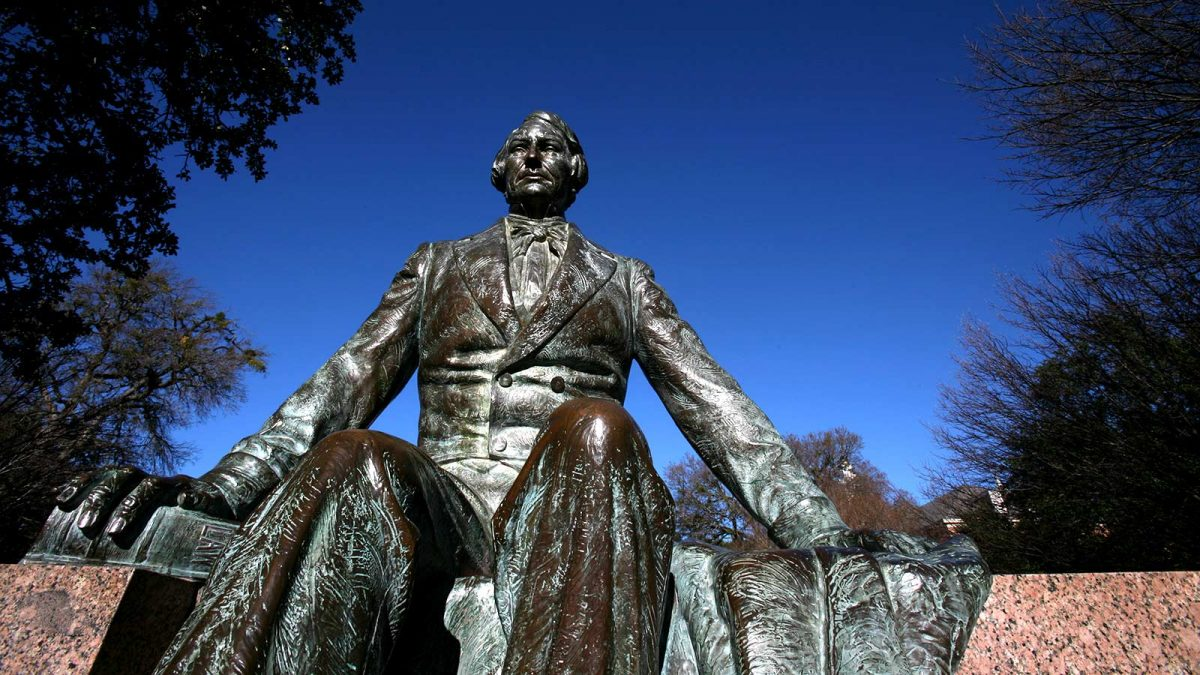 The 5 Must-See Statues on Baylor's Campus