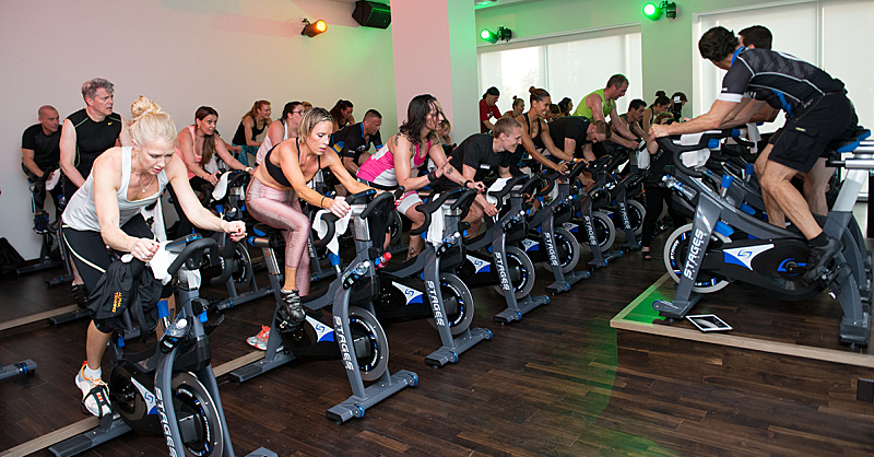 A picture of a cycling class.