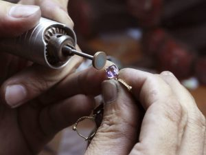 Two hands making a ring