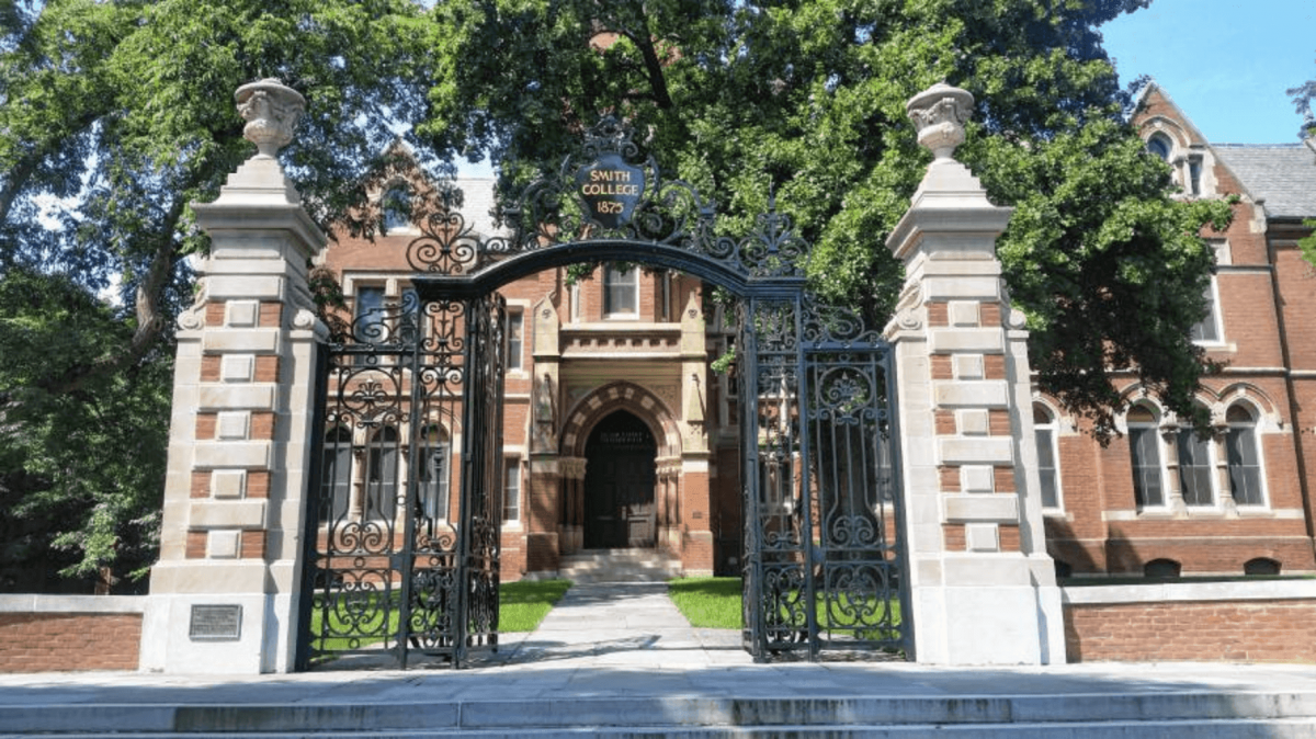 The entrance to Smith College