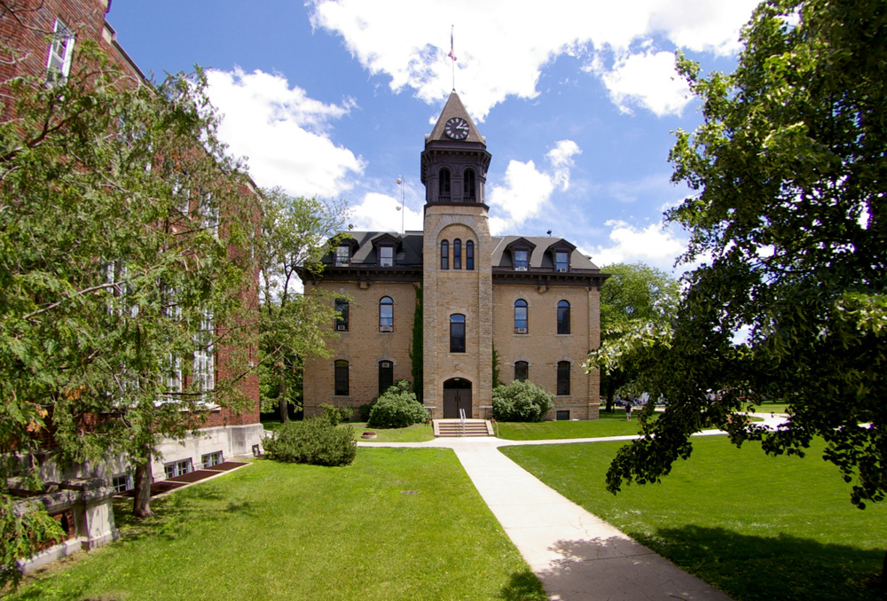 10 Coolest Clubs at Carleton College