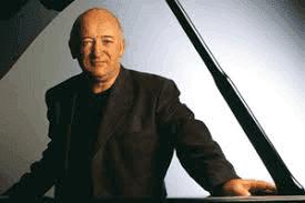 Photo of the Irish pianist.
