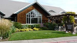 Front view of Belvedere-Tiburon Library