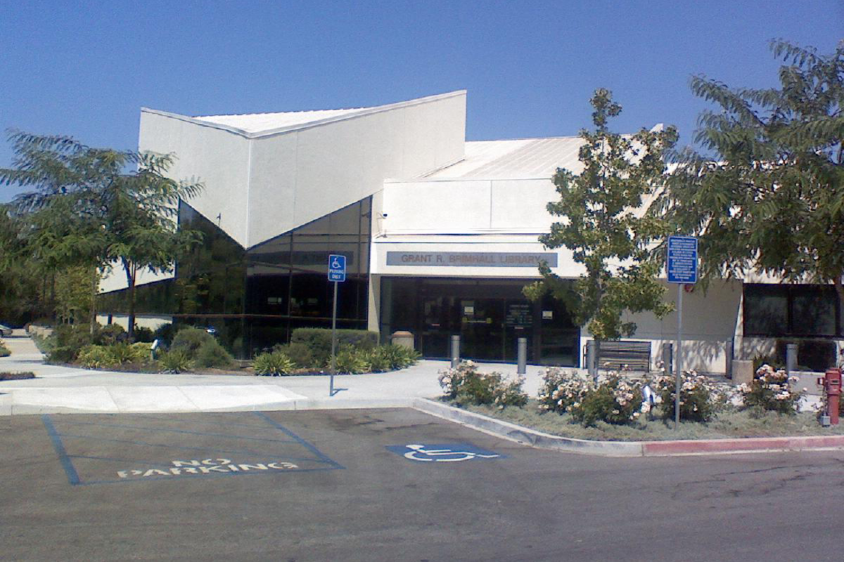 Front view of the Thousand Oaks Grant library