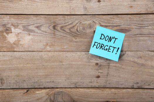 """sticky note on wooden wall saying """"don't forget"""""""