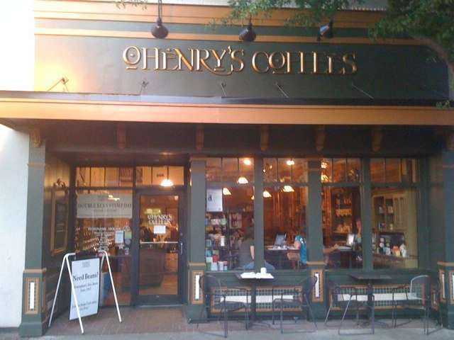 ohenrys outside seating  /patio