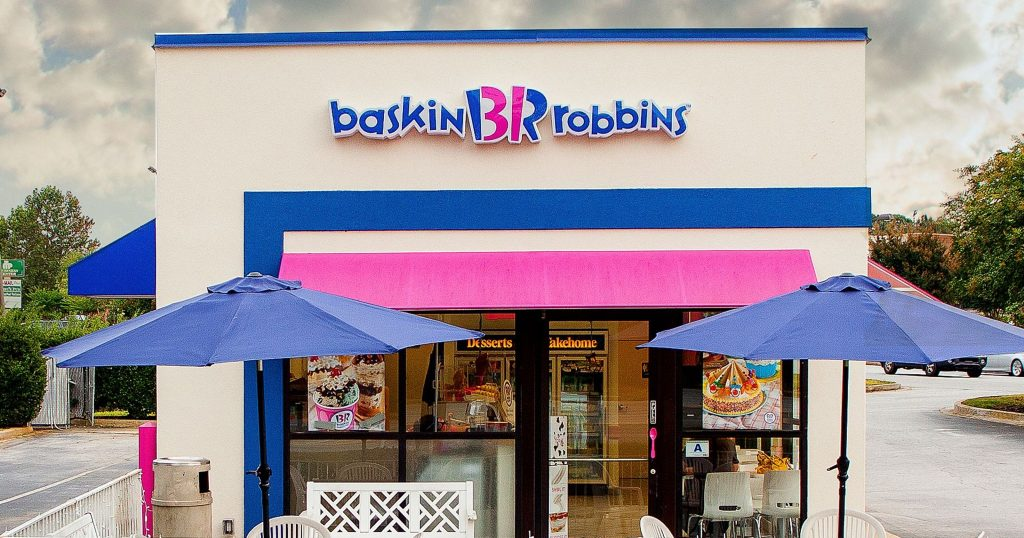 Front view of the Baskin Robbins