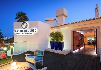 An evening picture of theCantina del Lobo