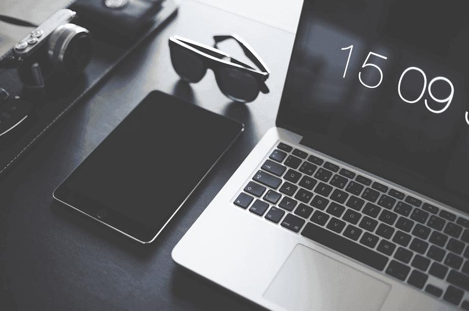 laptop with ipad