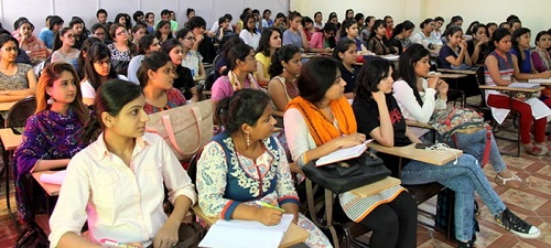 students attending the lecture class of psychology