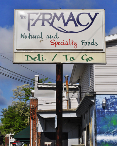 sign for the Farmacy