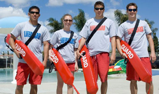 Lifeguard students taking a group picture