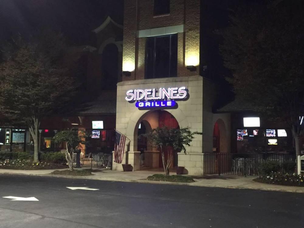 exterior of Sidelines restaurant