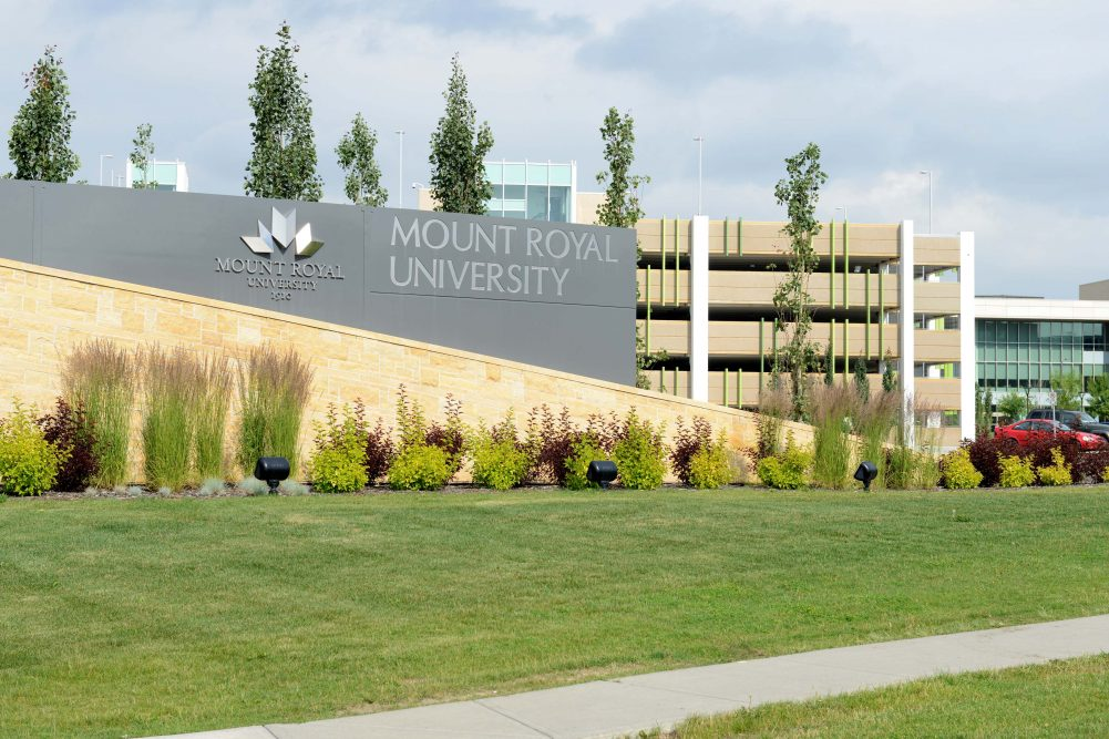 The main sign at the entrance of Mount Royal University