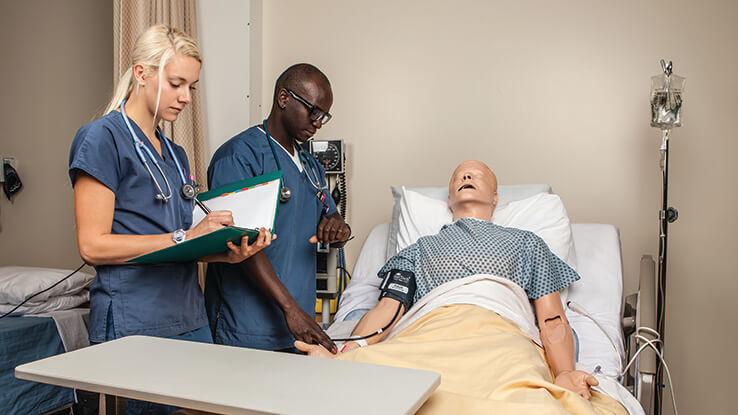 Nursing students applying their skills at the Simulation Health Center.