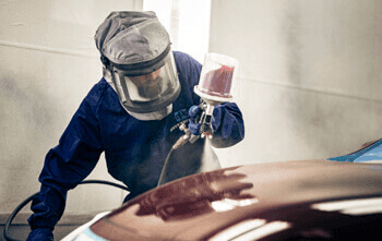 Auto painting by a man with safety