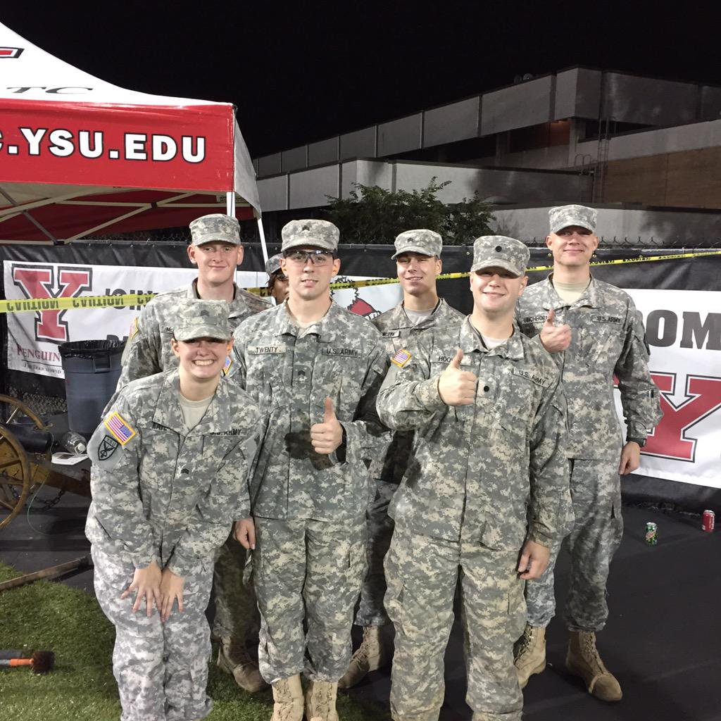 A group of YSU ROTC students
