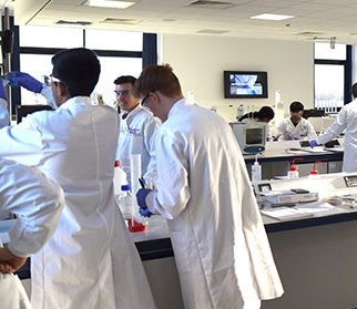 A group of students during a practical lesson in a lab