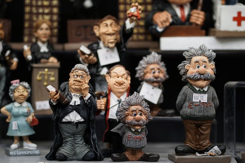 picture of a bunch of einstein bobbleheads