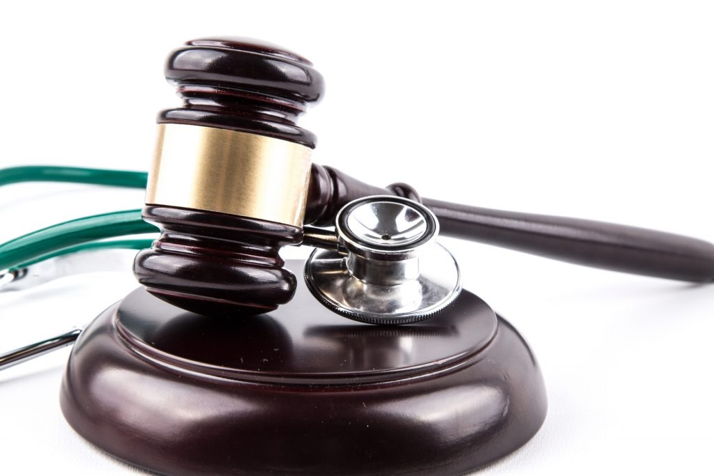 An image of a stethoscope and gavel