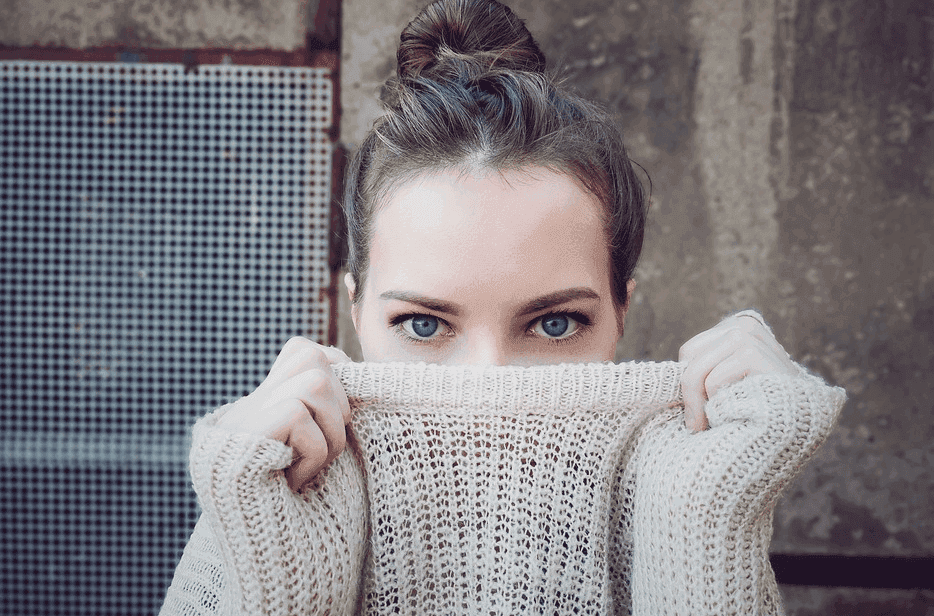 lady wearing a knitted sweater