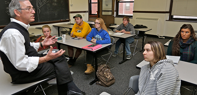 Active learning in a classroom at Mercyhurst University