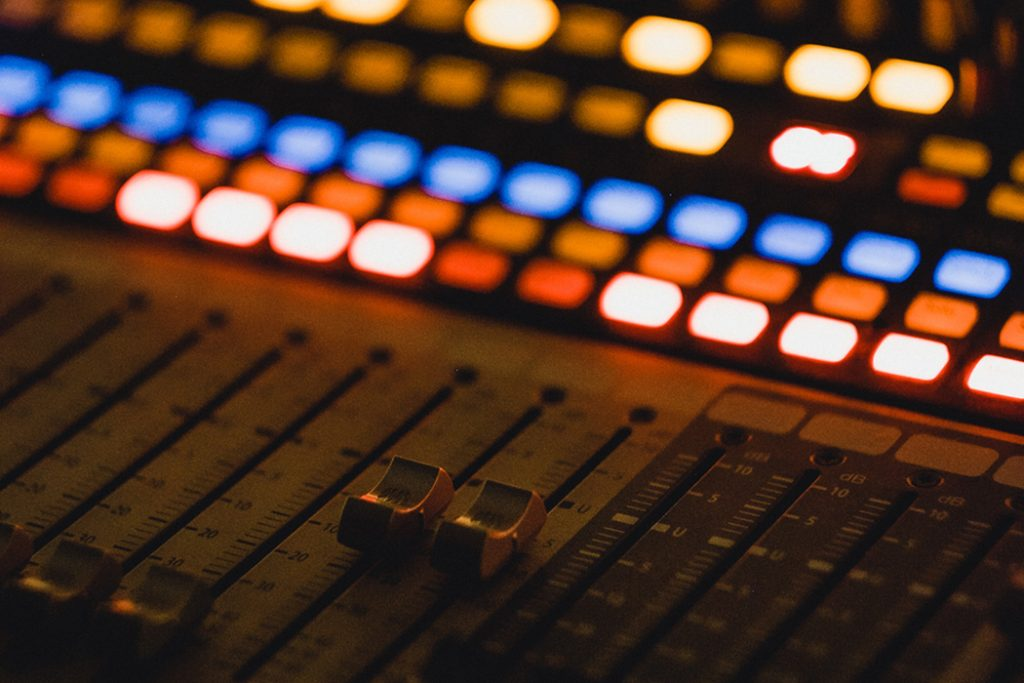 digital mixing/mastering console