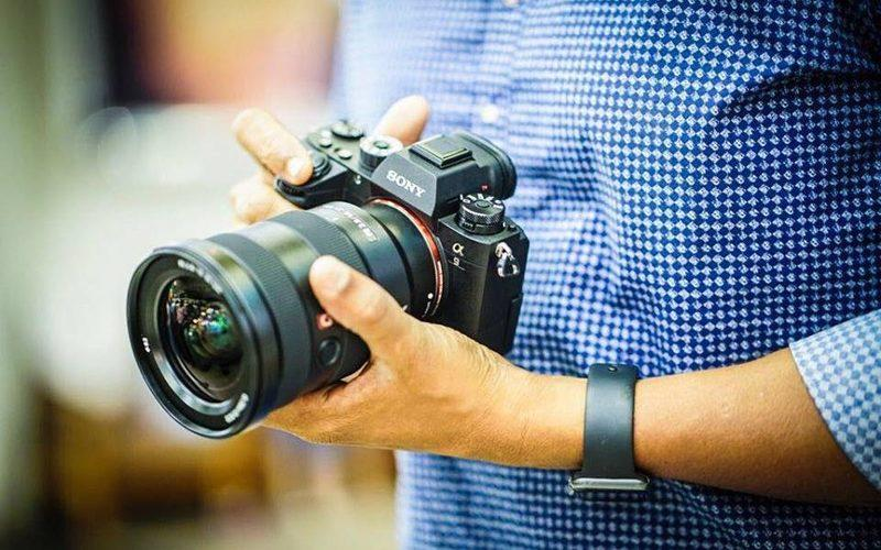 A person holding a digital camera in his hands