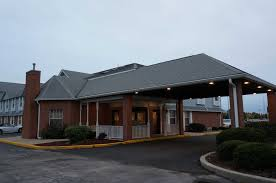 The front of the lodge with an entry way for cars to pass through.